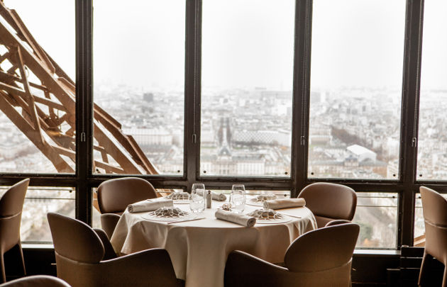 Le Jules Verne restaurant with luxury view in Paris