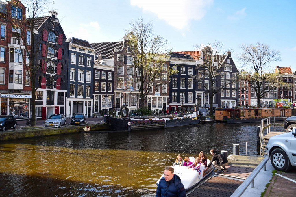 Review of Best Business Class Airlines to Amsterdam 1