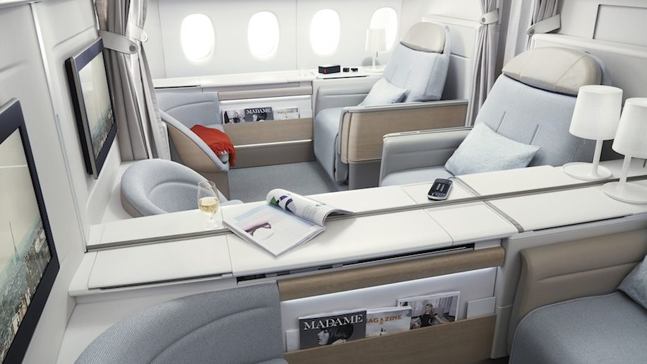 Review of Best Business Class Airlines to Italy 8