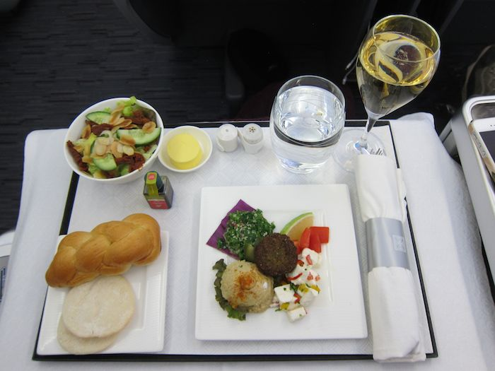 Business Class Flights to Spain: a Review of the TOP 5 Airlines foto4